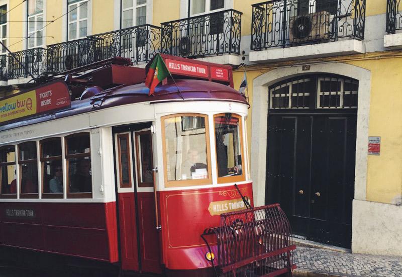 lisbonne-tramway-batiment-jaune-04-2016