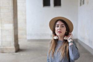 DIY : boucles d'oreilles à pompons et perles