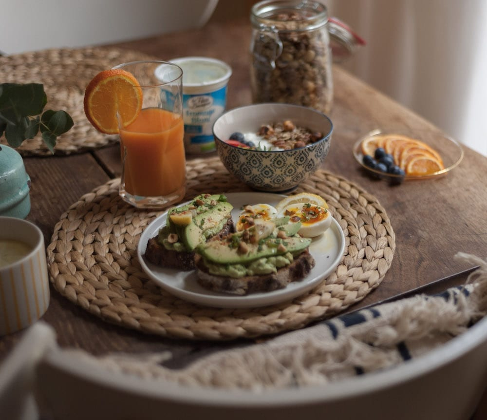 brunch tartines d'avocat et fromage blanc