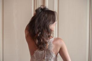 Des cheveux protégés pendant l'été avec Camille Albane