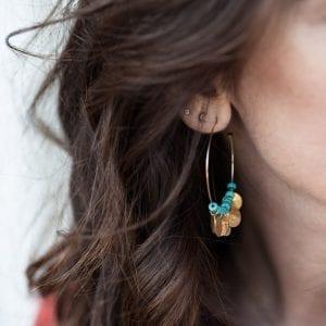 DIY : créoles à sequins et perles turquoises