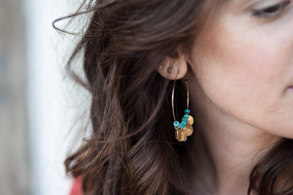DIY créoles sequins et perles turquoises