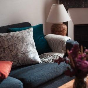 Couture : housse de coussin carrée en velours pour le salon