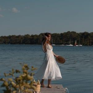 Couture : robe décolletée à cœurs dorés