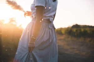 Coudre une jupe longue portefeuille à volants