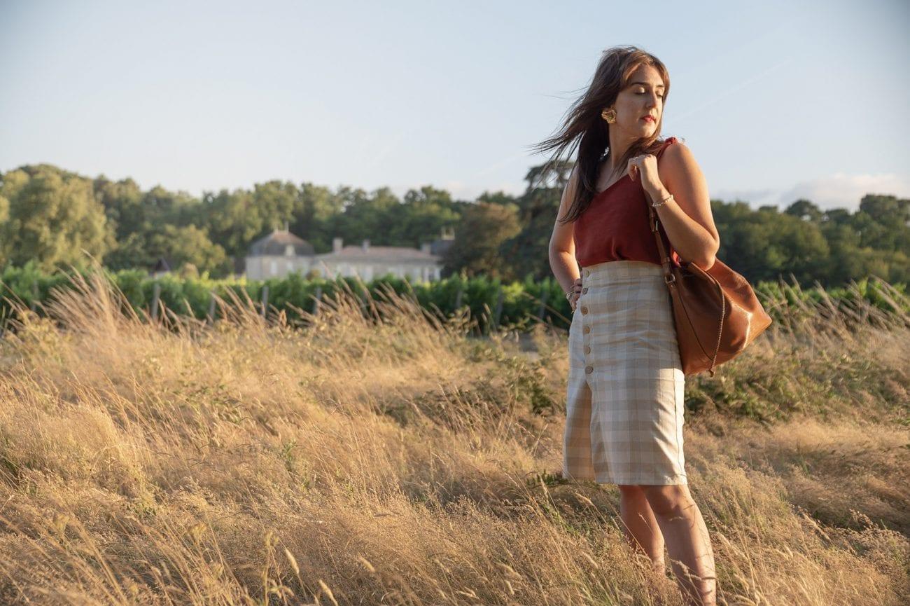 Coudre une jupe portefeuille à carreaux boutonnée