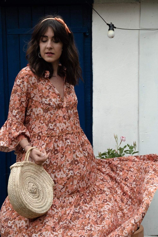 Coudre la robe Erin de Make My Lemonade dans le tissu In the Automnal Meadow de Lise Tailor