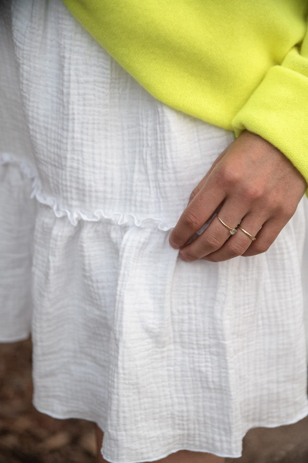 Coudre la jupe Bellis de Pretty Mercie en gaze de coton blanche